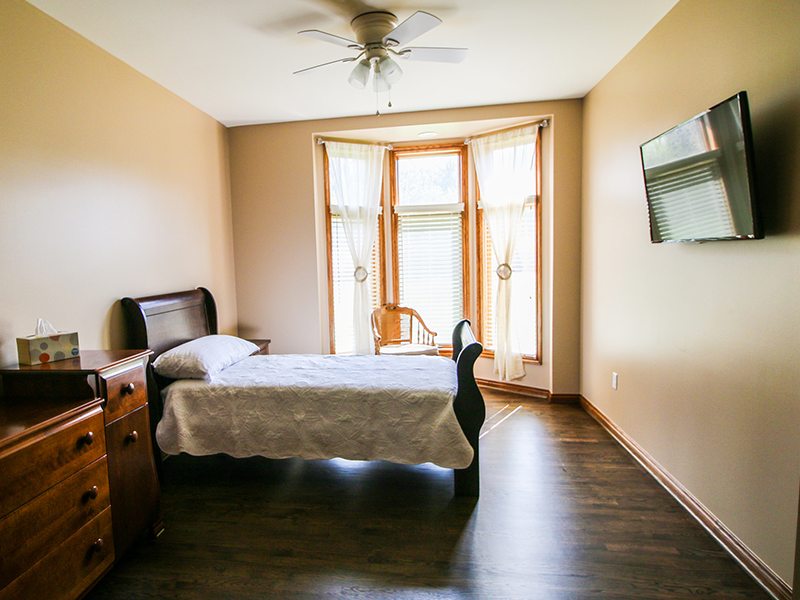 Single bed bedroom wide photo